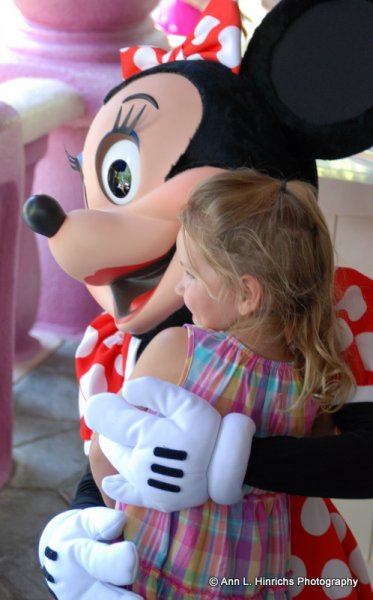 Minnie Mouse Hugs
